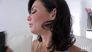 Curvy Milf Veronica Avluv gets her shaved wet pussy filled w