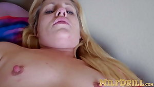 Mature Lisa Low cums twice while masturbating naked superior to before bed