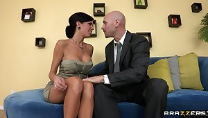 Mature mommy Veronica Avluv with fake tits fucked on the vis-�-vis