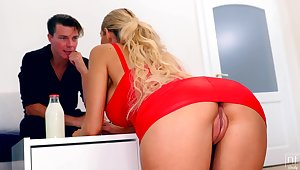 Blonde in red apparel deficient in In US breeks Florane Russell seduces one handsome guy