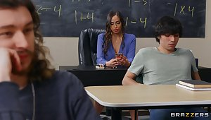 Quickie shafting in the class-room all over busty mature Desiree Dulce